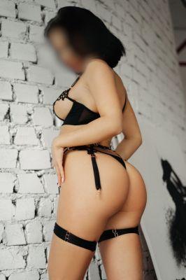 Лейла — сексуальный массаж «Веточка сакуры»